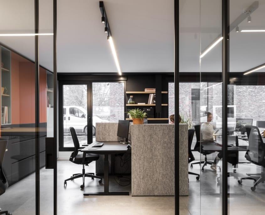 Cloisons acoustiques et murs insonorisants dans un bureau paysager