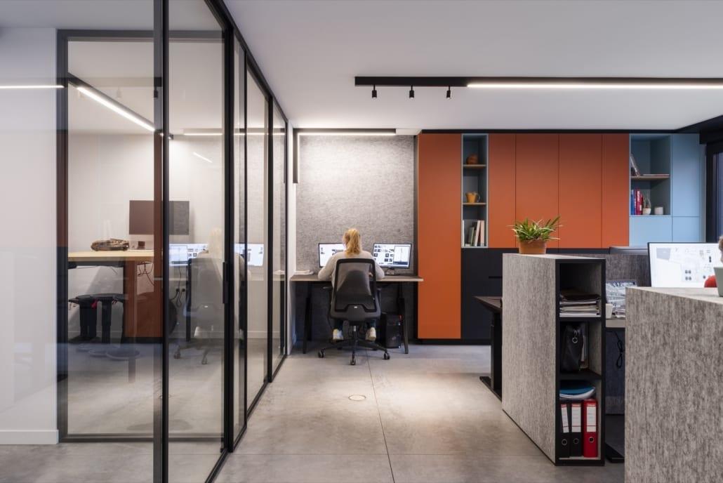 Mobilier acoustique et murs acoustiques dans un bureau paysager