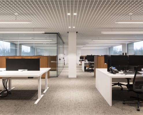 Acoustic dividers in a landscape office