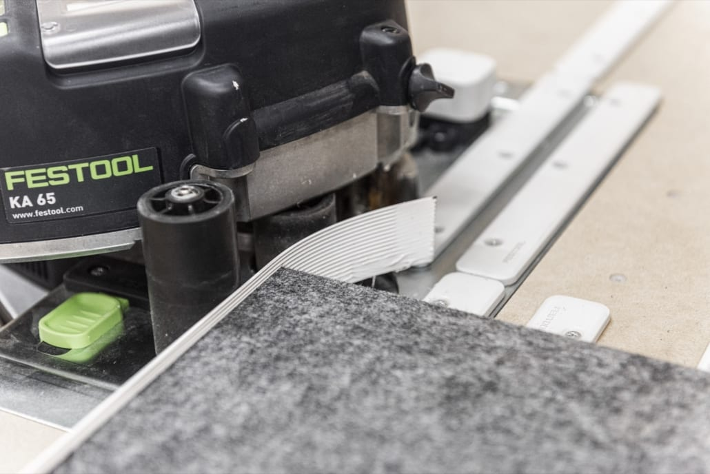 Processing the edge of an acoustic panel with a white band and gluing machine