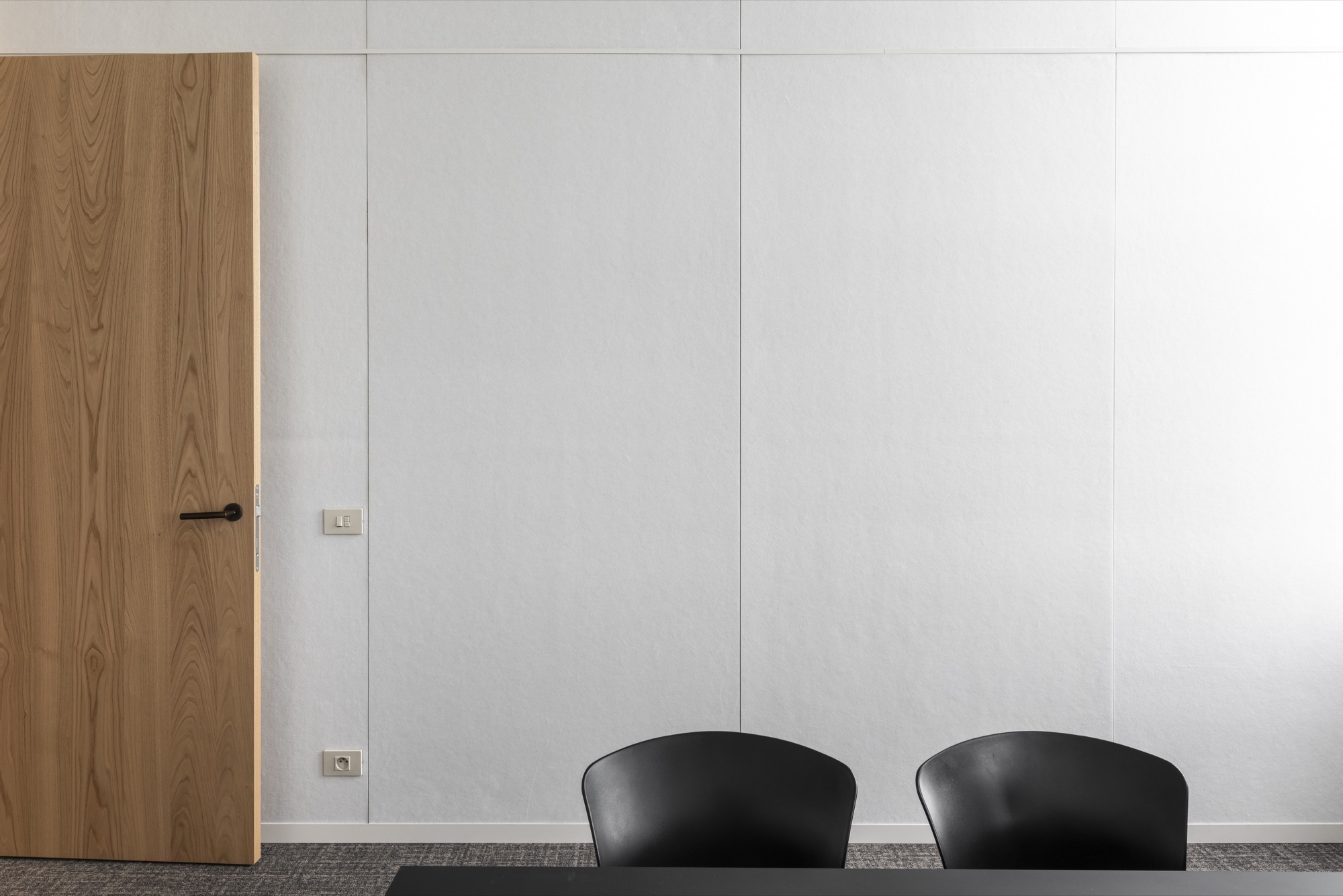 White (frost) acoustic walls for a sleek office