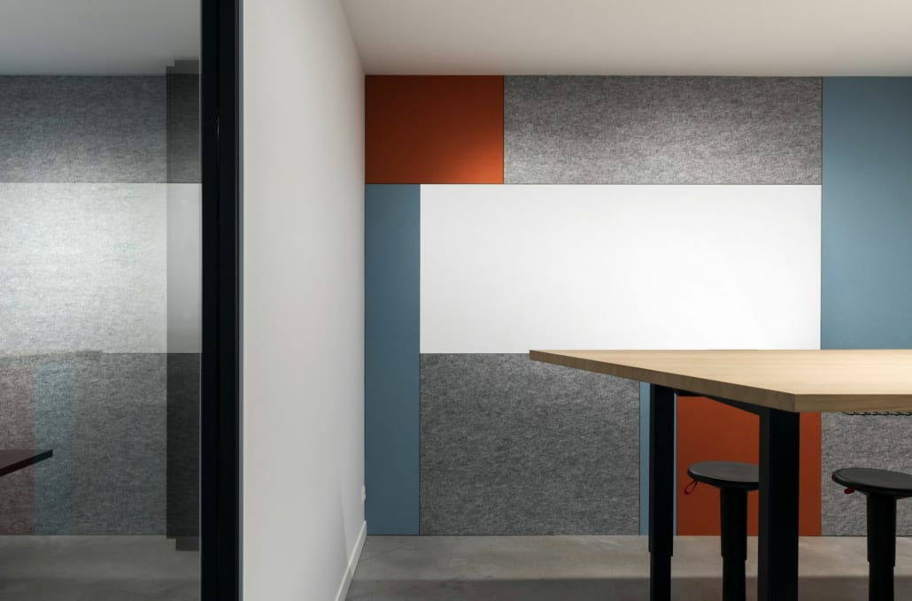 Personalized acoustic wall in open-plan office