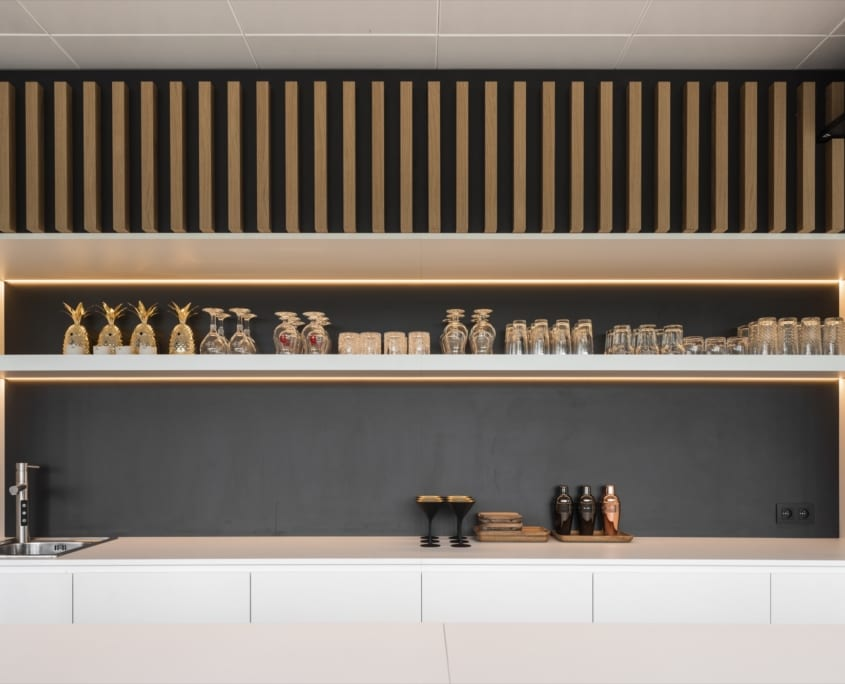 Acoustic and decorative slatted wall in the kitchen from x-wift
