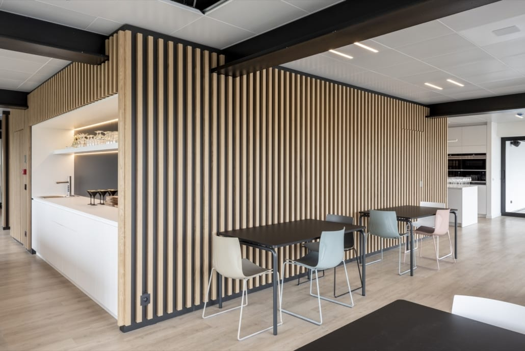 Acoustic wall in the refectory of the x-wift office