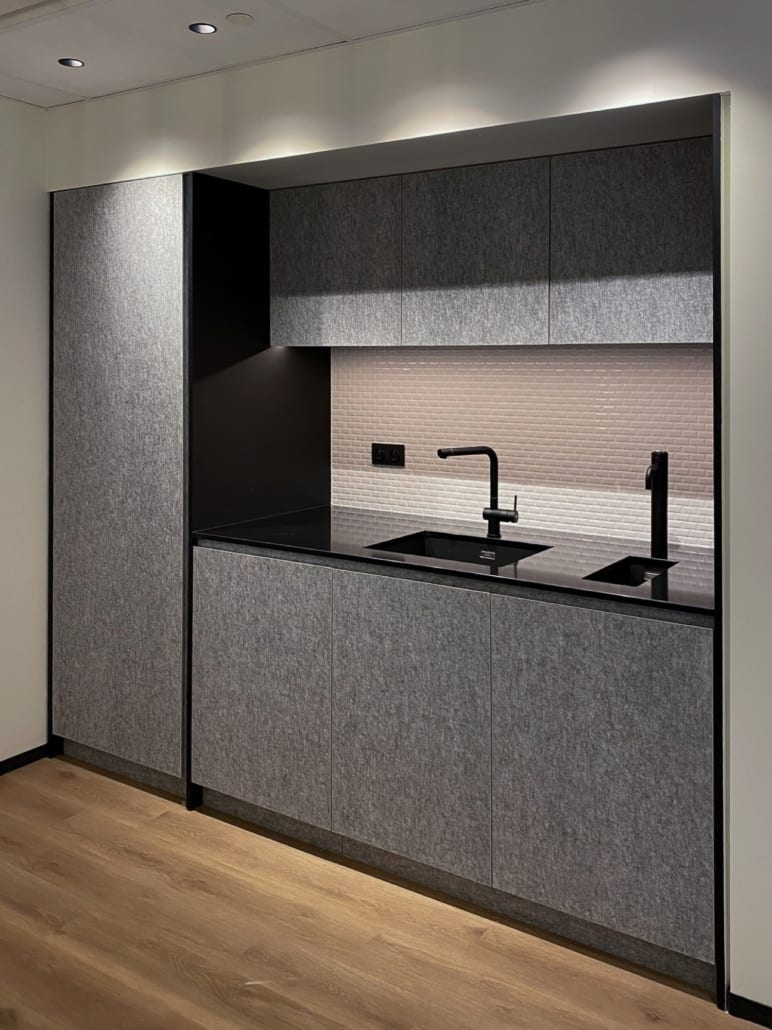 Acoustic cupboard lining kitchen