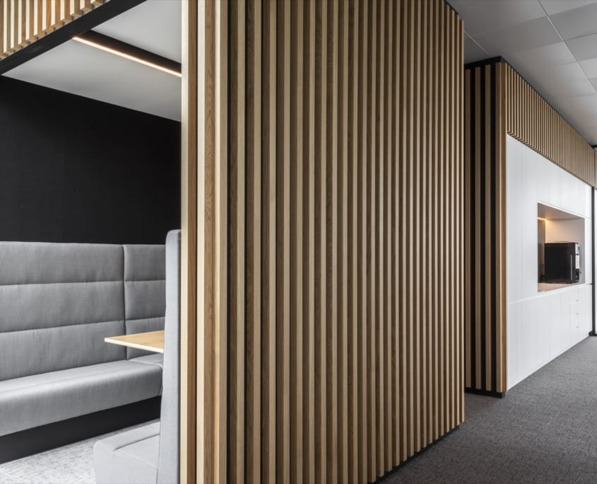 Acoustic open pod with slatted structure for the x-wift office building