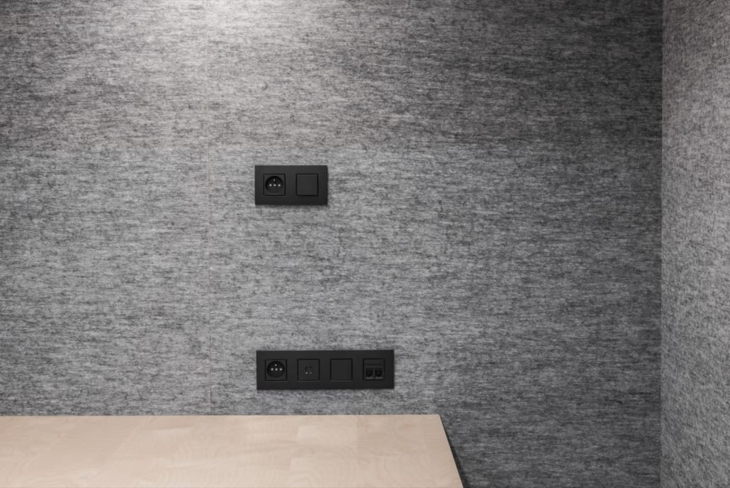 Detail acoustic wall with electronics at Volvo Trucks